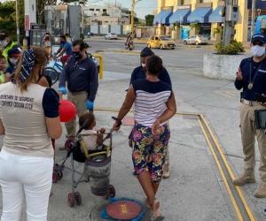 Niños trabajando en los semáforos de Santa Marta.