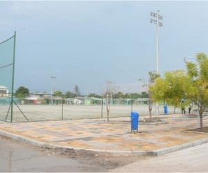 Este proyecto contó con tres fases, la primera de ellas la construcción de vías de acceso en concreto rígido, la edificación del parque Cachimbero y el mejoramiento de la cancha, que ya cuenta con encerramiento y drenaje.