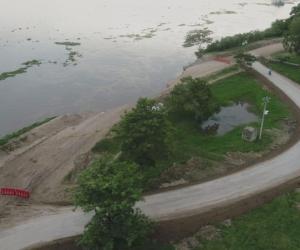 Especialistas del Invías, entre ambientalistas, geotecnistas e ingenieros prediales y de vías realizaron un recorrido por la zona para identificar el nuevo tramo vial.