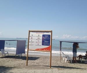Así está la playa del Rodadero en la mañana de este lunes festivo.