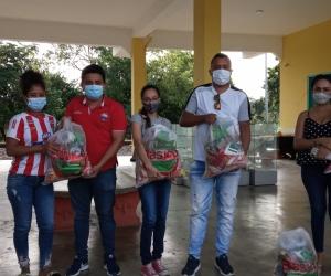Brindando apoyo a los estudiantes y familiares en Fundación, Aracataca y El Retén.