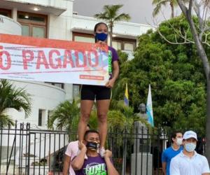 Protesta de estudiantes en la Gobernación.
