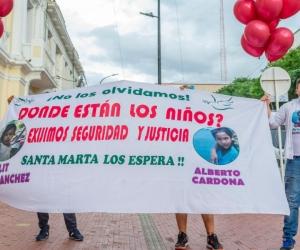 Protesta exigiendo aparición de los niños.
