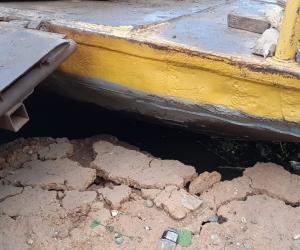 Así se ve la socavación en la zona de descargue del ferry.