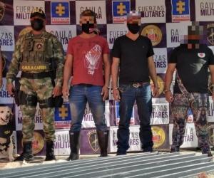 Según las autoridades competentes, estas personas al parecer pertenecerían a un grupo delincuencial organizado.