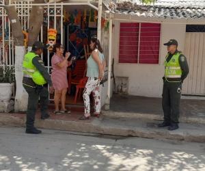 La secretaria de Seguridad, Sandra Vallejos, visitó el barrio Los Fundadores tras asesinato de un hombre.