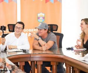 El gobernador se reunió con los representantes de Tras la Perla.