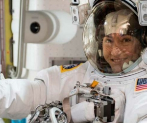 Christina Koch, la astronauta estadounidense que más tiempo duró en el espacio.
