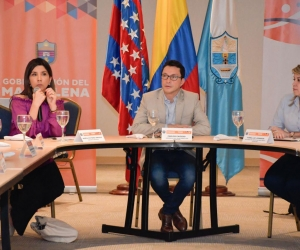 La ministra de Educación, María Victoria Ángulo; se reunió con el gobernador del Magdalena, Carlos Caicedo; y la alcaldesa de Santa Marta, Virna Johnson.