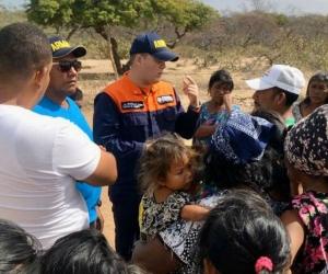 Armada Nacional en diálogo con familiares de los desaparecidos.