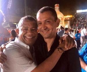 Emilio Tapia junto a Álvaro Álvarez en un evento del Carnaval de Barranquilla.