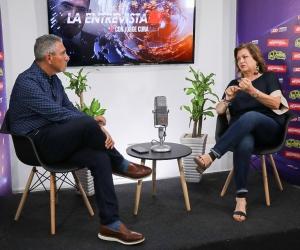 Jorge Cura entrevista a Carla Celia sobre el Carnaval de Barranquilla.