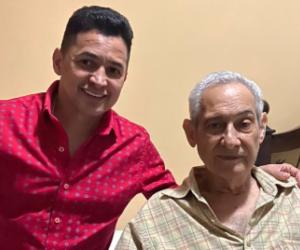 Jorge Celedón junto a su padre.