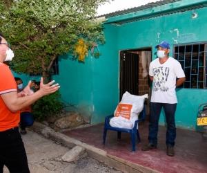 En ambas poblaciones, la Gobernación entregó las ayudas humanitarias bajo la modalidad casa a casa.
