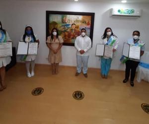 Las cuatro mujeres recibieron su reconocimiento por parte del mandatario municipal.