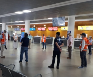 Inspección de la Aerocivil en el Aeropuerto Simón Bolívar.