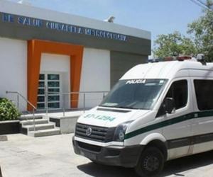 La Policía llegó al centro asistencial a realizar la inspección del cadáver.