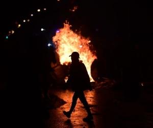 Imágenes de disturbios en la segunda noche de protestas, en Bogotá.