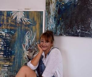 Ana María González, maestra en artes.