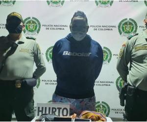 El sujeto fue capturado por el delito de hurto y puesto a disposición de la Fiscalía Local en turno.