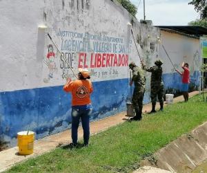 La jornada consistió en pintar todas las paredes de la institución, limpieza y lavado de los salones y pupitres, entre otras.