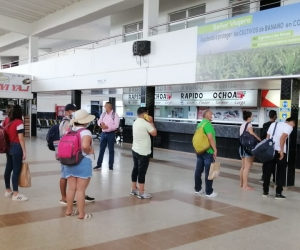 Pasajeros en la Terminal de Santa Marta.