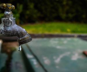 Durante todo el jueves no habrá agua en una veintena de barrios.