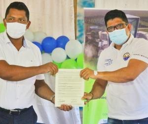 Rector de la Universidad del Magdalena, junto al alcalde de San Zenón.