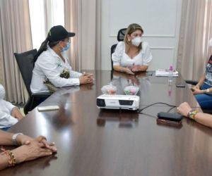 Reunión entre la alcaldesa y directivos docentes.