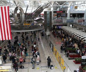 Viajeros a Estados Unidos tendrán que estar completamente vacunados contra el coronavirus.