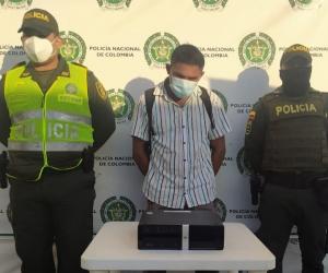 Las autoridades lo capturaron con el elemento hurtado.