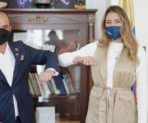 El ministro de Cultura, Felipe Buitrago, y la samaria Marcela Portilo.