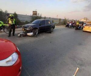 Vehículo arrolla a mototaxista y a joven embarazada.