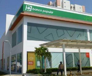 Cuatro delincuentes llegaron a la sede del Banco Popular.