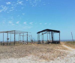 Cabaña en construcción incinerada hoy en Puerto Mocho.
