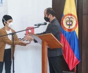 Natalia Jiménez recibiendo el premio