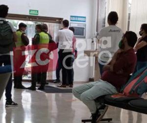 La Policía hace presencia en el banco.