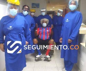 El personal médico de la clínica La Milagrosa le hizo calle de honor a Balín.