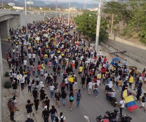 Así se movilizaba la marcha por la Troncal del Caribe en la tarde.