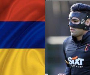El delantero samario acompañó su publicación con una bandera de Colombia al revés.