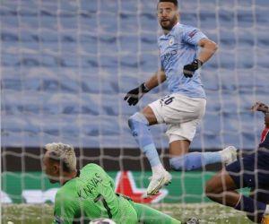 Mahrez definiendo en el primer gol.