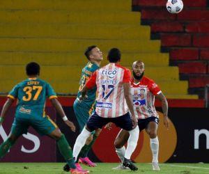 Acciones del partido entre Junior y Fluminense.