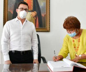 La funcionaria ha respondido de forma positiva al tratamiento que los médicos le han aplicado para combatir el Covid.