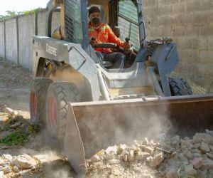 Labores de limpieza en cercanías a la Universidad del Magdalena.