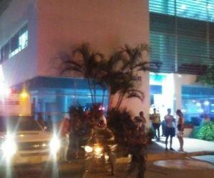 El herido fue trasladado a la clínica Los Nogales.