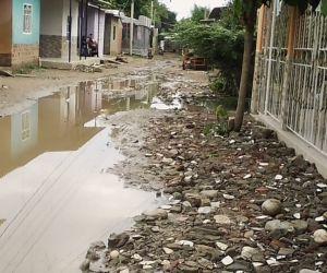 Así están las calles de varios barrios de Riofrío.