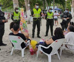 Intervención de las autoridades en playas.