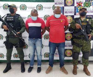 Presuntos extorsionistas capturados.