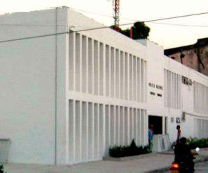 De esta estación policial se fugaron los reclusos.