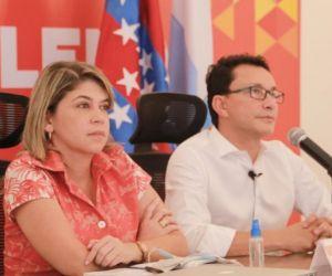 Alcaldesa Virna Johnson y el gobernador Carlos Caicedo.
